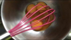 卵黄3個を混ぜる