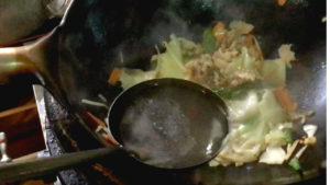 スープを加える