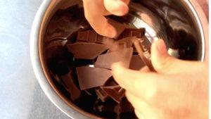 チョコを割る